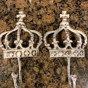 Royal wall hangers